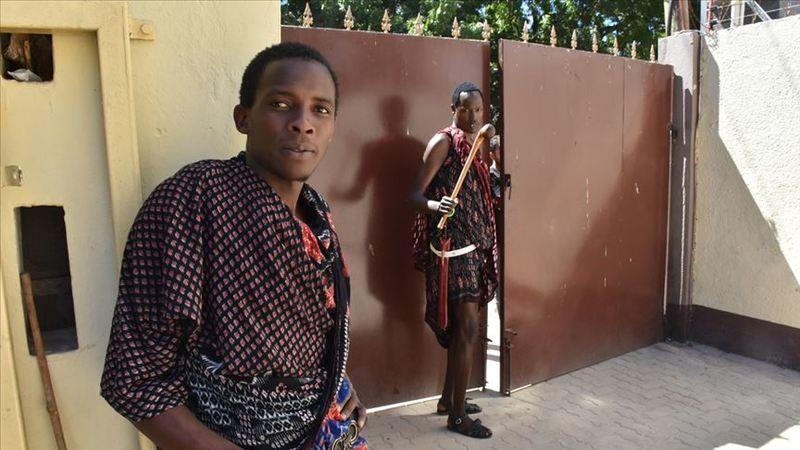 Masai kabilesindeki iki genç