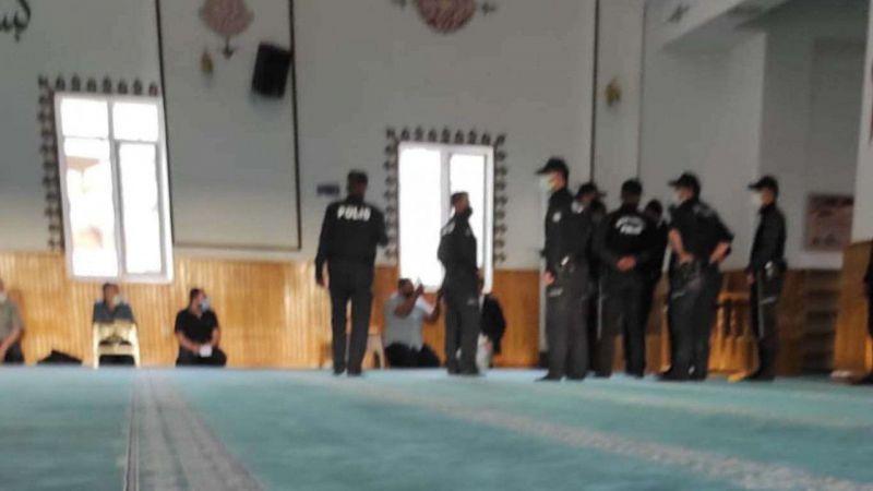 Camide biber gazı kullanan bekçi açığa alındı
