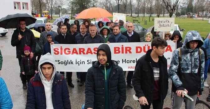 Sigara için yürüdüler