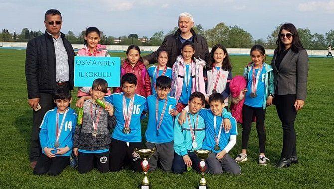 Osmanbey İlkokulu'ndan çifte kupa
