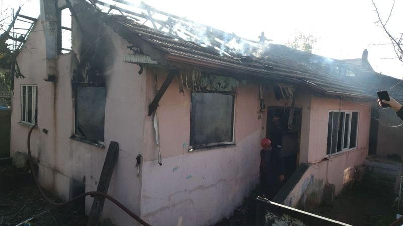 Hendek'te çıkan yangında 2 kardeş yanarak öldü!