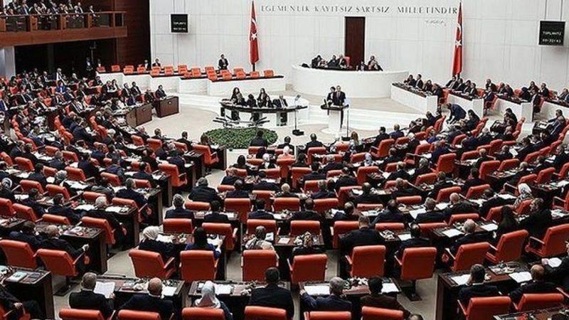 Meclis tatile girdi, siyasiler meydana iniyor