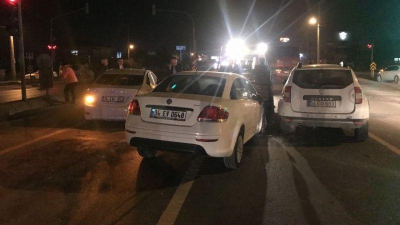 Erenler'de 4 araç birbirine girdi! 3 yaralı