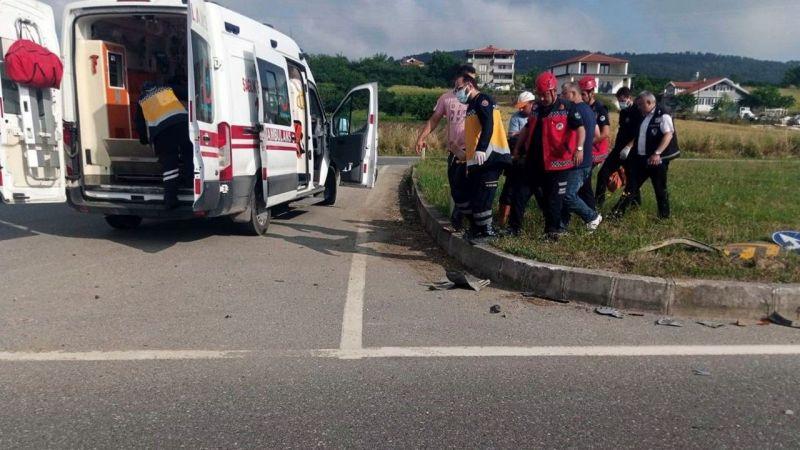 Kaynarca yolunda kaza. Şoför araçta sıkıştı