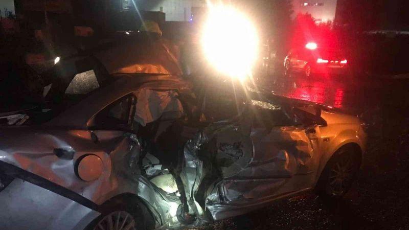 TEM'de tır ile otomobil çarpıştı: 3 yaralı