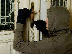 Kızılcaoba Mahallesi'nde evden hırsızlık