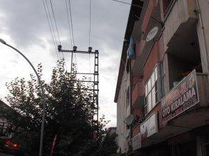 Demir çubuk yüzünden elektrik çarptı