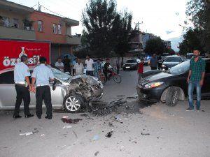 Caddede feci kaza: 3 yaralı