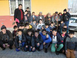 Öğrenciler huzurevini ziyaret etti