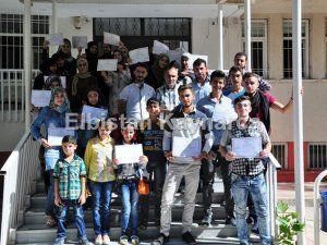 Türkçe öğrenen Suriyeliler, sertifikalarını aldı