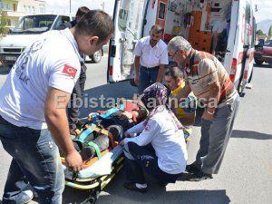 Motosikletle panelvan çarpıştı: 2 yaralı