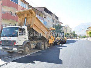 Büyükşehir, Valide Emine Sultan Caddesi'nde asfalta başladı