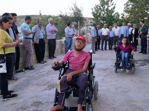 Engelli Kardeşlere Tekerlekli Sandalye