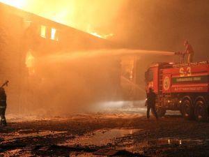 Kahramanmaraş'ta Fabrika Yangını Kontrol Altına Alındı