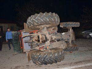 Otomobille traktör çarpıştı:1 yaralı