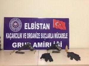 Polisten silah ticareti operasyonu: 2 kişi tutuklandı