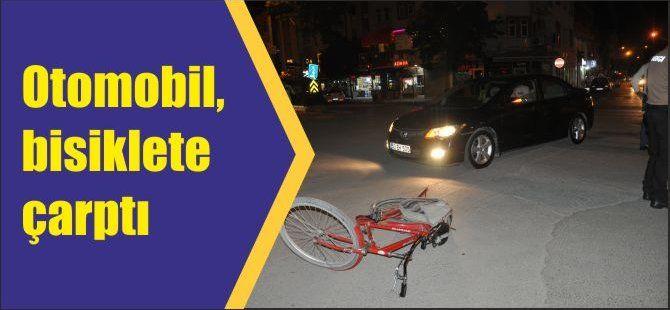 Otomobil, bisiklete çarptı