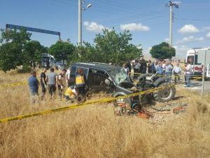 Kahramanmaraş'ta Hafif Ticari Araçla Traktör Çarpıştı: 2 Ölü, 1 Yaralı
