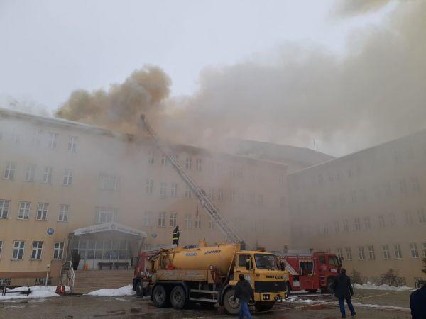 Kahramanmaraş'ta Göksun Meslek Yüksekokulu'nda yangın çıktı