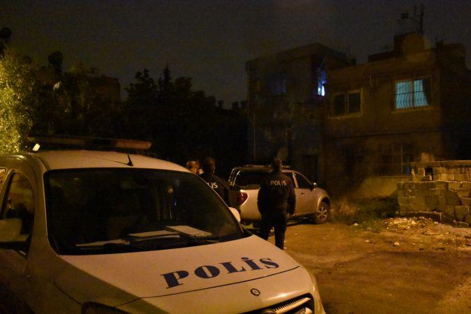 Adana'da bir kişi imam nikahlı eşini darbedip evini ateşe verdi