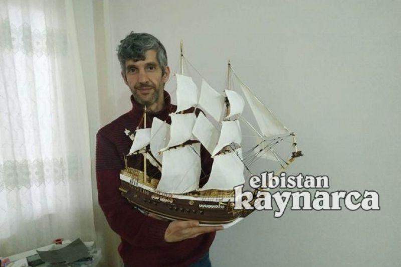 Yüzlerce parçadan oluşan gemi maketi için 45 gün emek veriyor