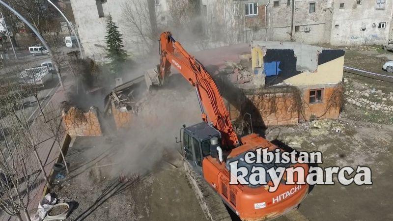 Kaçak halde olan restoran yıkıldı
