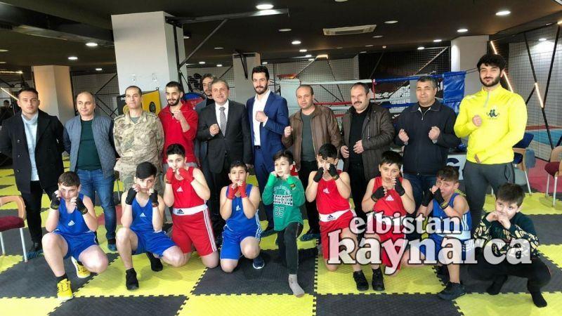 Türkiye şampiyonasına hazırlanan boksçuları izlediler