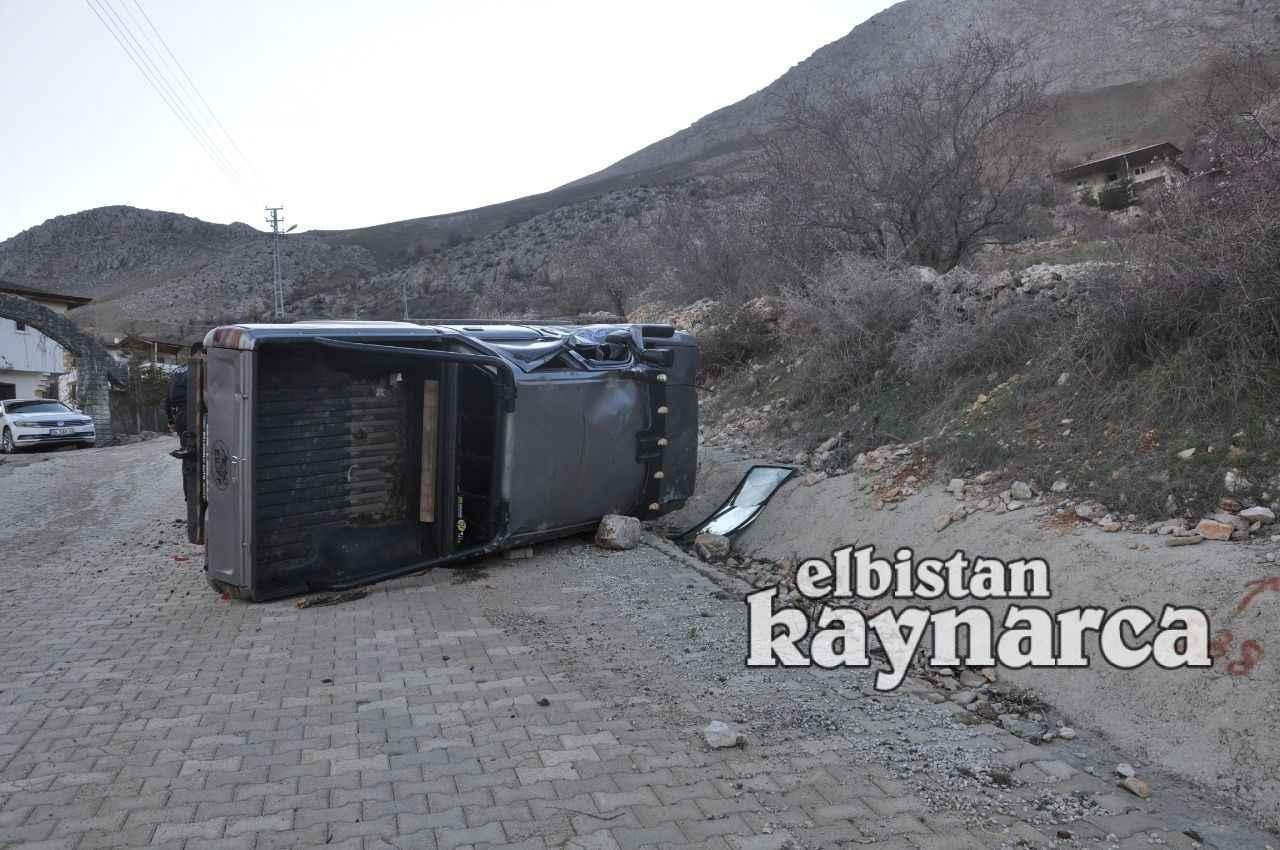 Freni boşalan kamyonet devrildi: 2 yaralı