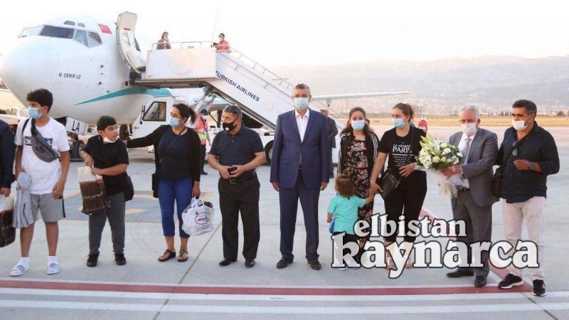 Kahramanmaraş'a yurtdışından gelen ilk uçak törenle karşılandı