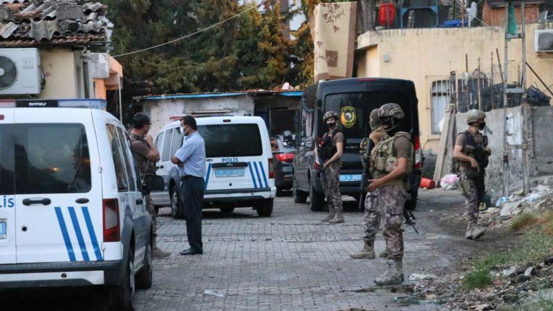Hatay'da suç örgütlerine yönelik operasyonda 5 kişi gözaltına alındı