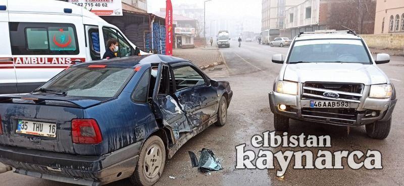 Kamyonetle otomobil çarpıştı: 2 yaralı