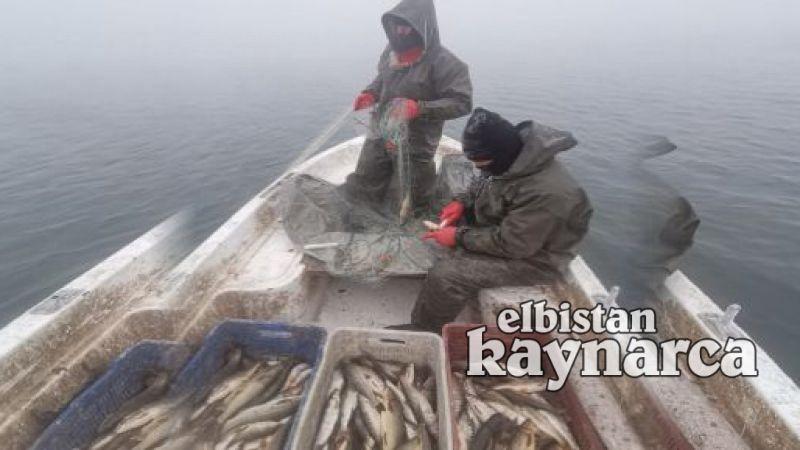 Balıkçıların eksi 15 derece soğukta ekmek mücadelesi