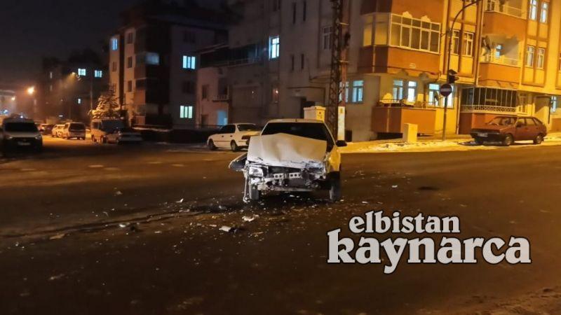 Otomobille cip çarpıştı: 2 yaralı