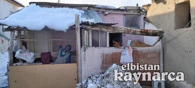 Mutfağın çatısı çöktü, anne ve çocukları son anda kurtuldu