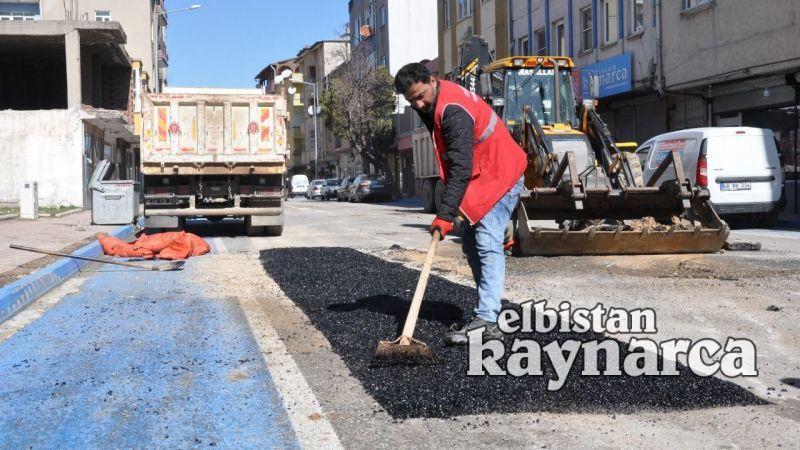 Çukurlar soğuk asfaltla kapatılıyor
