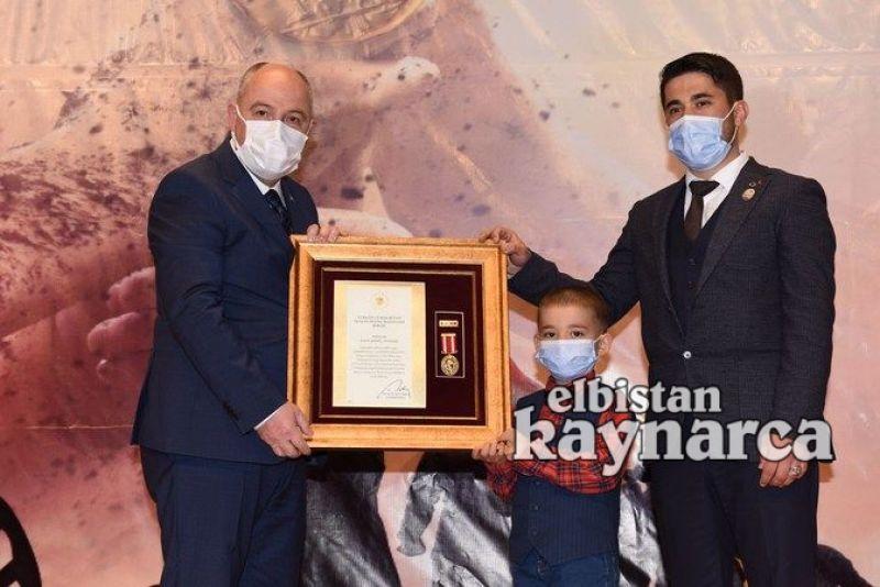 Şehit aileleri ve gazilere Devlet Övünç Madalyaları takdim edildi