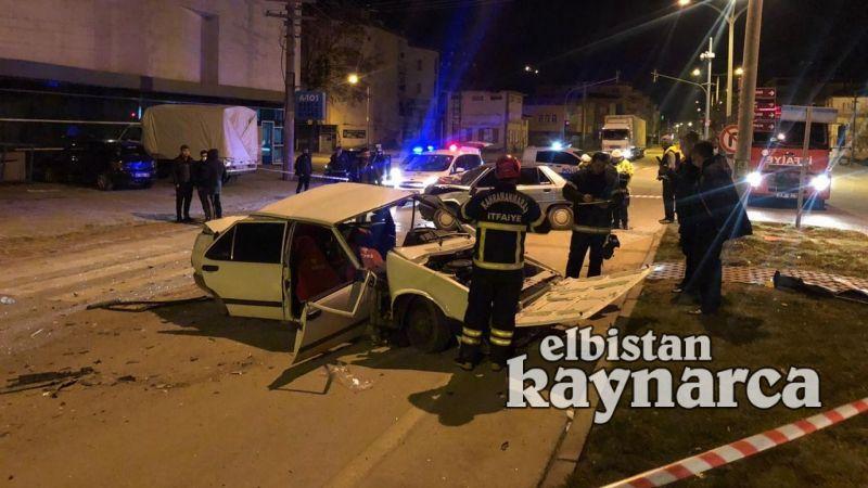 Otomobilin kağıt gibi ezildiği kazada 2 kişi yaralandı