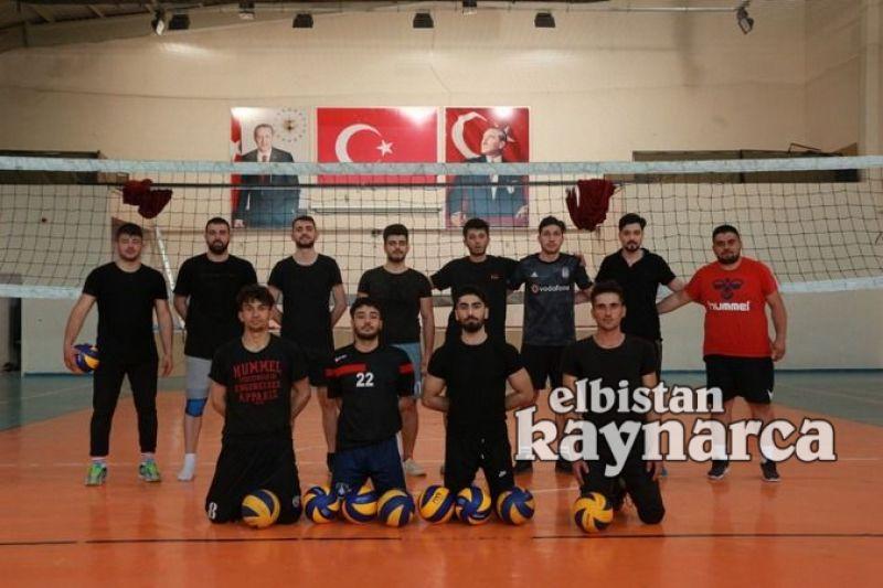 Elbistan'ın ilk erkek voleybol takımının parolası şampiyonluk