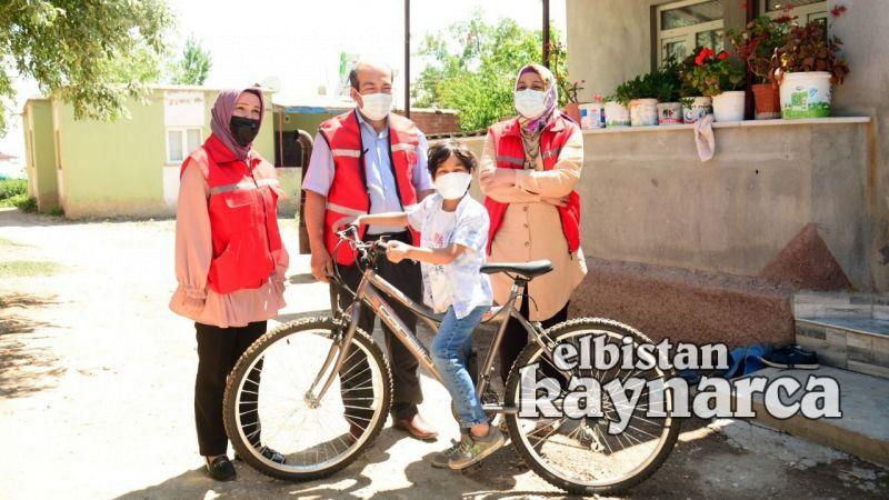 Lösemiyi yenen Kerem'e Başkan Gürbüz'den bisiklet hediyesi