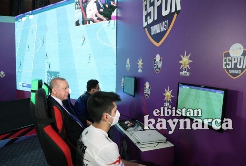 Cumhurbaşkanı Erdoğan, Elbistanlı e-Spor oyuncusunun maçını izledi