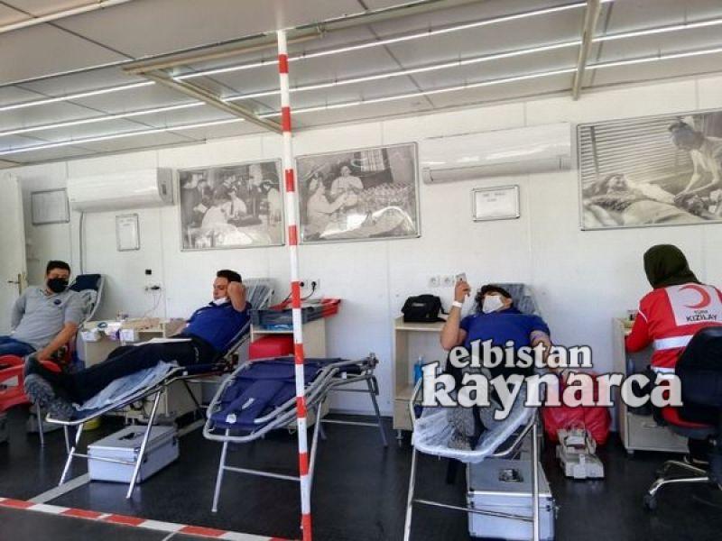 Polislerden Kızılay'a kan bağışı