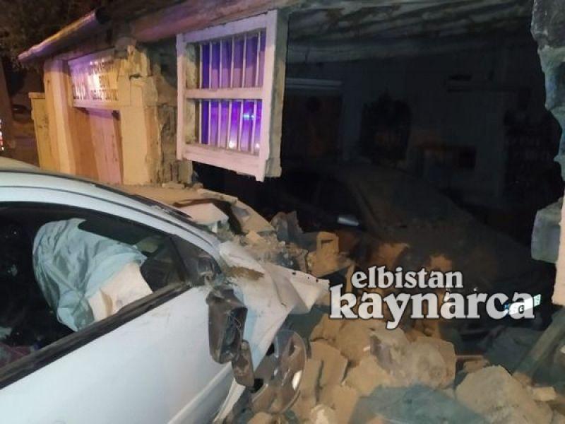 Otomobil tamirhanenin duvarına çarptı: 3'ü çocuk 4 yaralı