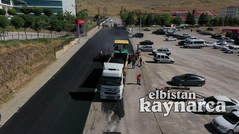 Elbistan Belediyesi'nden hastane yoluna sıcak asfalt