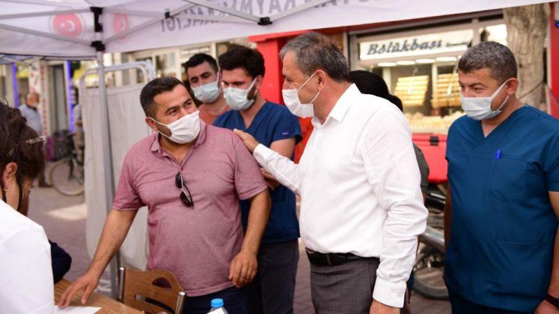 Aşı standını ziyaret ettiler
