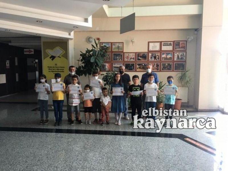 Sınavda dereceye giren öğrencilere hediyeleri verildi