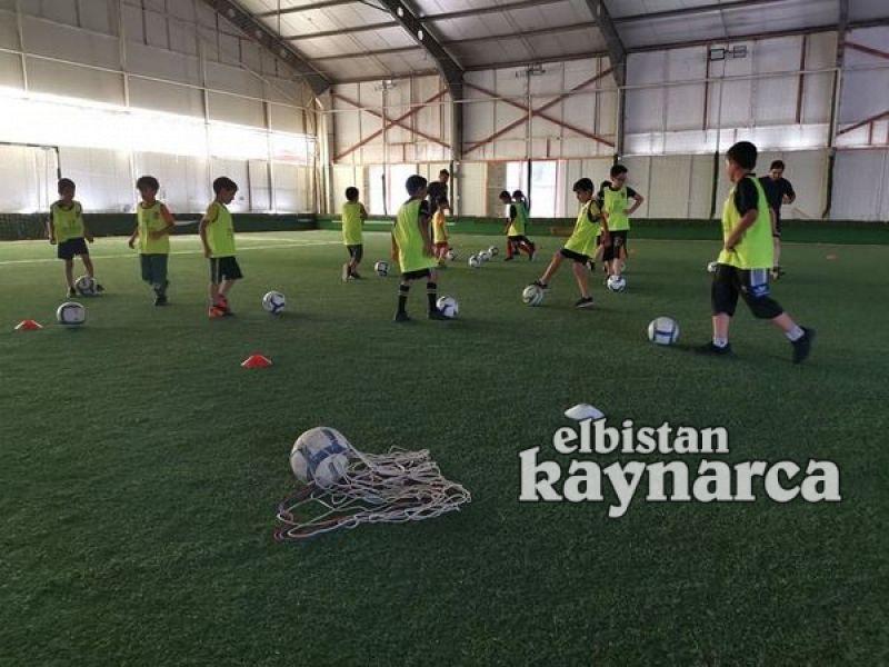 Elbistan Demirspor yaz futbol okulu açıldı
