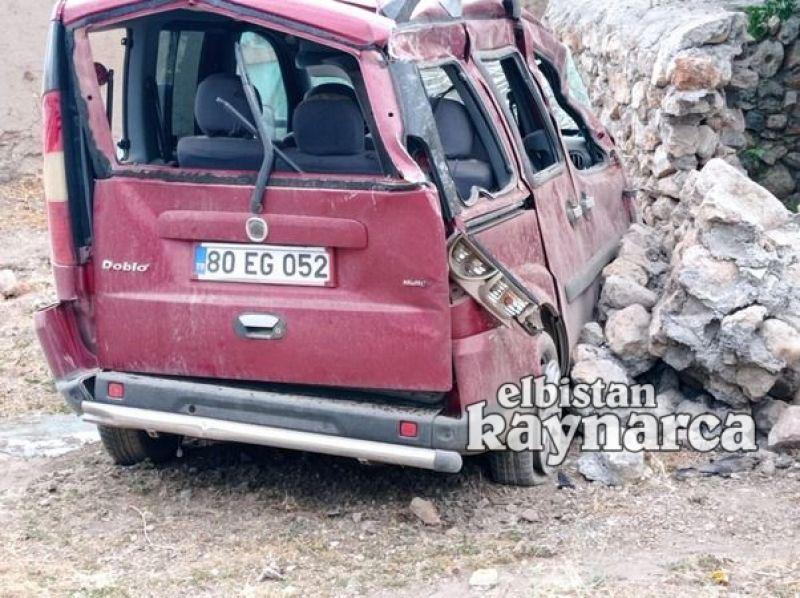 Hafif ticari araç duvara çarptı: 1 yaralı