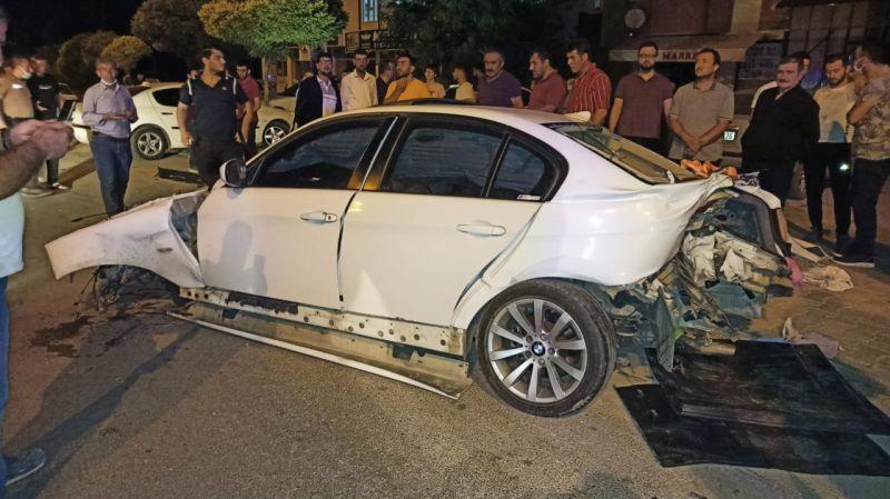 Kahramanmaraş'ta otomobil ağaca çarptı: 3 yaralı