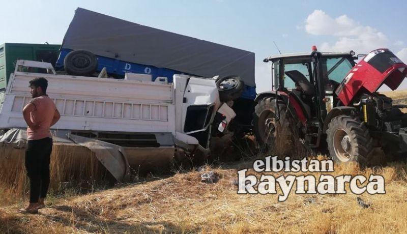 Traktör römorkuna çarpan kamyonet devrildi: 3 yaralı