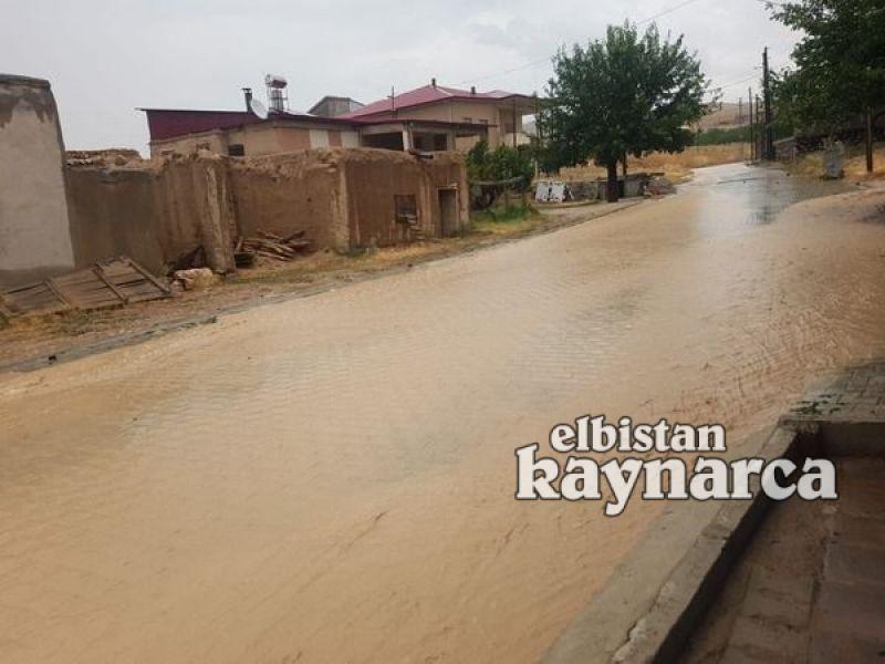 Sağanak yağmur 2 mahallede sele dönüştü